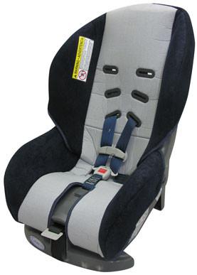Denuncian sillas de auto para niños
