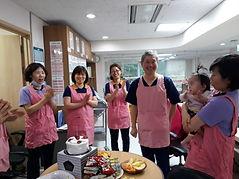 4.1_de_Shin_Kwan_(con_los_compañeros_tra