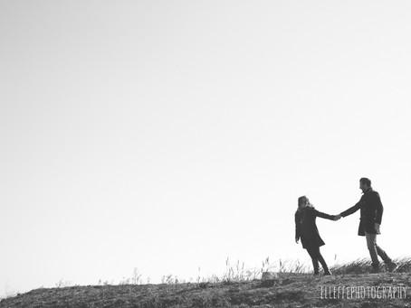 Dance in the wind // Engagement session // Teatro del Silenzio