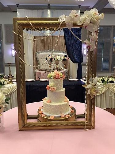 Book your wedding cake with Dee'Lightful
