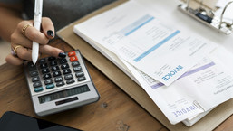Difference between Invoice Discounting and Invoice Factoring? How does it work?