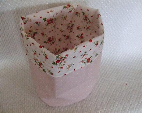 Vide poche-pochon rose pale à pois et blanc avec des fraises