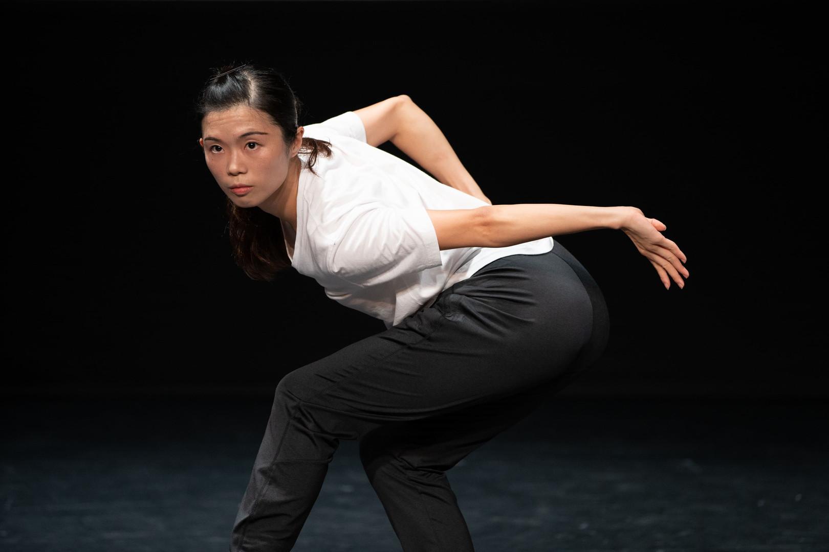 """廖慧儀 Liu Wai-yee, Libby 舞蹈員Dancer    2014年畢業於香港演藝學院,獲頒舞蹈(榮譽)學士學位,主修中國舞。在校期間曾獲多個獎學金,包括迪士尼獎學金、演藝學院友誼社獎學金、葛量洪獎學金等,並曾獲邀到捷克、北京、上海及澳門表演及交流。2016年加入香港舞蹈團,現為全職舞蹈員及兒童團導師。  曾參與演出包括《倩女・幽魂》、《中華英雄》、《風雲》、《彩雲南現》、澳門教育巡演《賞識舞蹈.唯美領會》、《絲路如詩》、《紫玉成煙》、「八樓平台」《霓虹》、《境》及《一水南天》等。2016年參加第十一屆全國桃李杯展演,於節目《古麗》擔任領舞。 除演出外,亦為「中國舞蹈與中國武術之交互研究與成果呈現」計劃之研究員之一。  Liu Wai-yee, Libby is born in Hong Kong. She graduated from the Hong Kong Academy for Performing Arts in 2014 with Bachelor of Fine Arts (Honors) Degree in Dance, majoring in Chinese Dance. During her studies, she was awarded several scholarships including the Disneyland Scholarship, The Ohel Leah Synagogue Charity Undergraduate Scholarship, SAPA Scholarship, and the Grantham Scholarship. She was also invited to perform in Czech, Beijing, Shanghai and Macau. She joined the Hong Kong Dance Company in 2016 and also serves as Instructor at HKDC's Children's and Youth Troupes.  Liu has performed in different HKDC productions including, L'Amour Immortel, Chinese Hero: A Lone Exile, Storm Cloud, Kaleidoscope of Dance from Yunnan, educational performance Dance Appreciation - Aesthetic Appeal in Macau, Ode to the Silk Road, Waiting Heart, """"8/F Platform"""" – Neon and Jing, and A Tale of the Southern Sky. She was the ensemble lead in Guli, performed at the Achievement Exhibition of the 11th Taoli Cup National Dancing Education Performance of China. She is also a researcher of HKDC's Research study on Chinese martial arts and Chinese dance."""