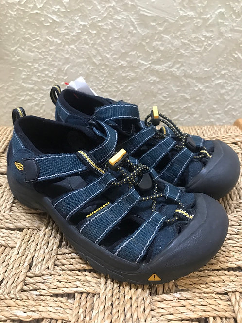 Size 3 Youth Keen shoes