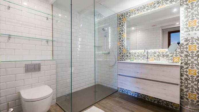 Poblet Shower Room.jpg