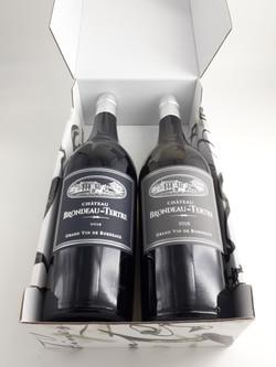Coffret carton noir et blanc de 2 bouteilles de Château Brondeau du Tertre (1 blanc et 1 rouge)