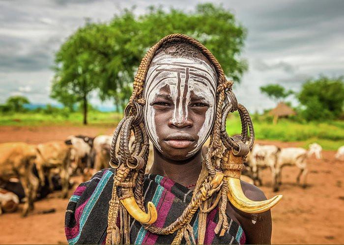tribu africaine traditionnelle religion nature peinture scarification façon de penser reculer du monde culture tradition ancestrale rite de passage rite spirituel