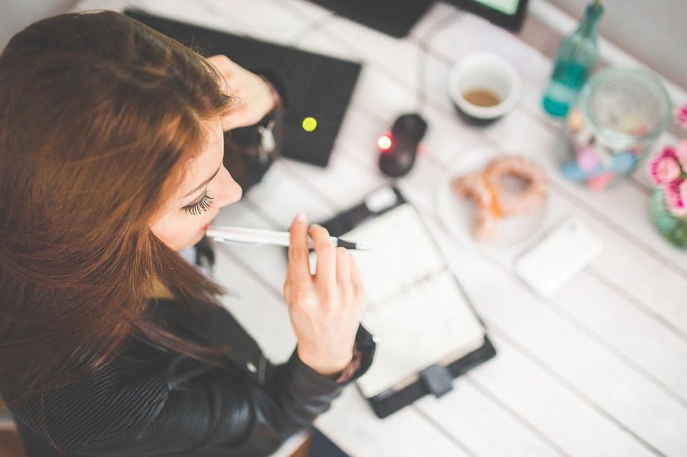 travailler, apprendre à bien travailler, faire des listes, s'organiser, productivité au maximum, télétravail, bien travailler, efficacité, fierté, sentiment de force, contrôler sa journée, contrôler son travail, être enthousiaste, vivre mieux au travail, être heureux au travail, au quotidien