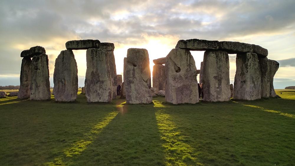 monument mégalithique de Stonehenge au Royaume Uni craig nadun outlander ecosse nazca pérou kusco disque de nébra pyramides égyptiennes intelligences ovni spirituel croyances amérindiens amériques technologies