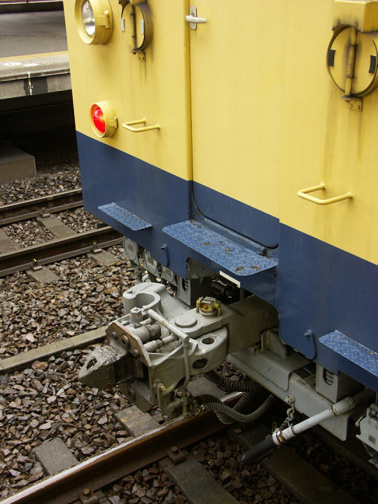 Type145-121-2way-coupler-2006-2-16s.jpg