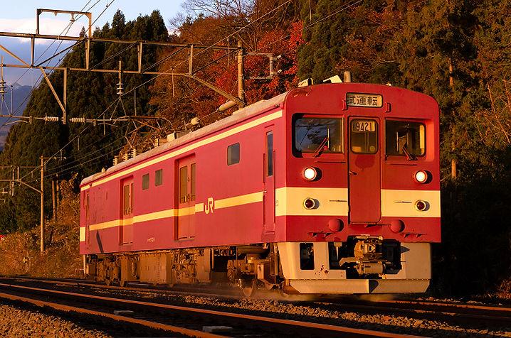クモヤ743-8s2.jpg