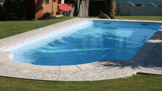 Installazione piscina in vetroresine: tre giorni.