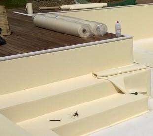 Rivestimento della piscina, applicazione del Liner o telo di pvc.