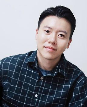 Woongjin_Headshot01.JPG