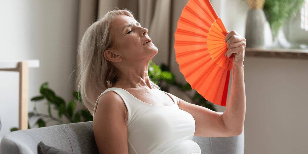 Femme ménopause avec bouffées de chaleur