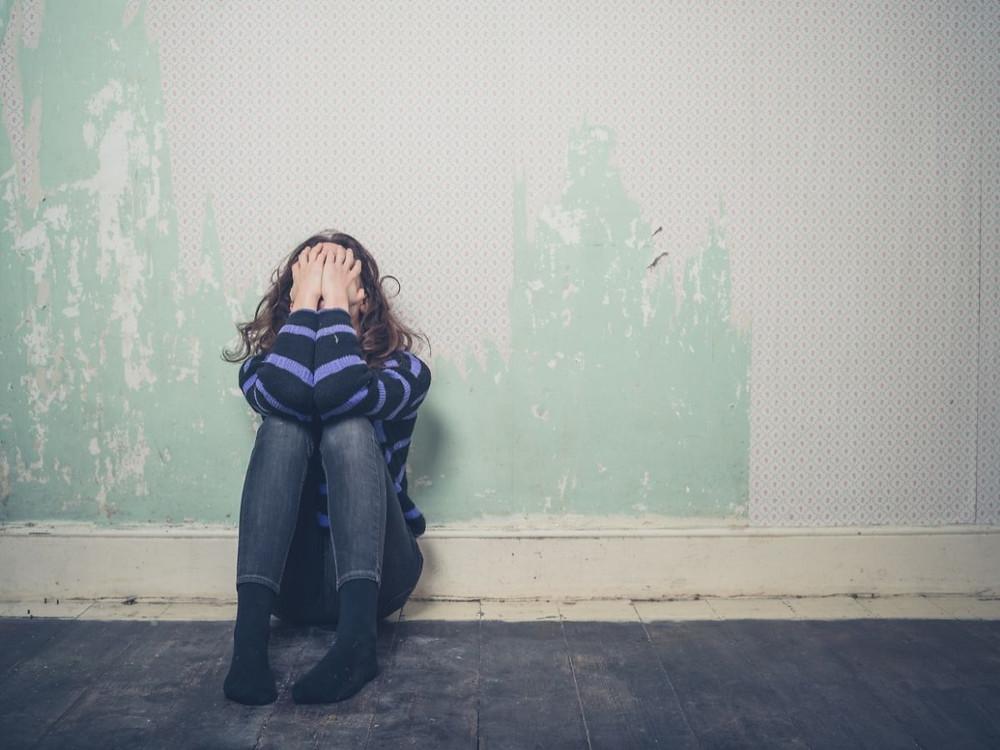 Jeune fille souffrant de problèmes de santé mentale
