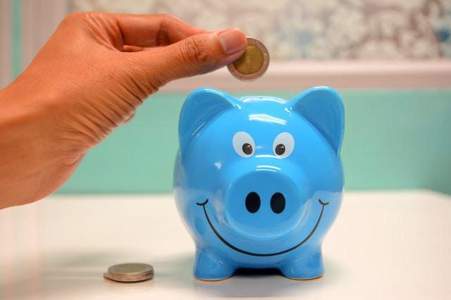 Tirelire pour économiser au lieu de financer ses formations