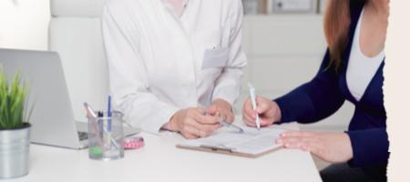 Thérapeute et patiente en entretien
