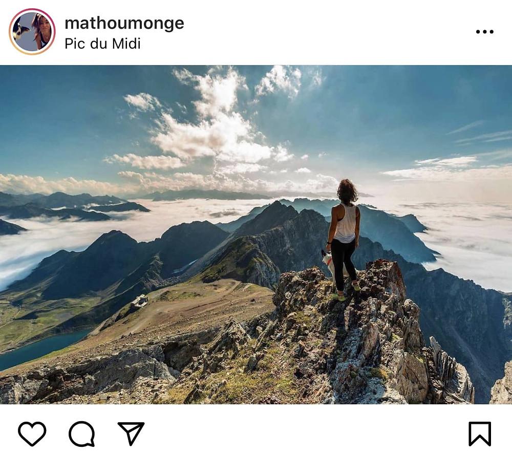 mathilde monge coach sportive à lourdes au sommet d'une montagne