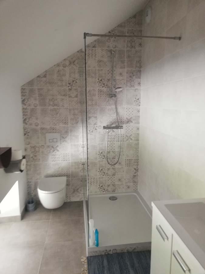 salle de bains dans des combles