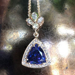Glorious natural Tanzanite necklace with