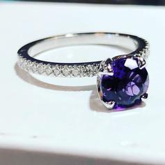 Splendid amethyst and diamond ring handm