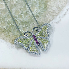 Yellow diamond butterfly 🦋 necklace . S