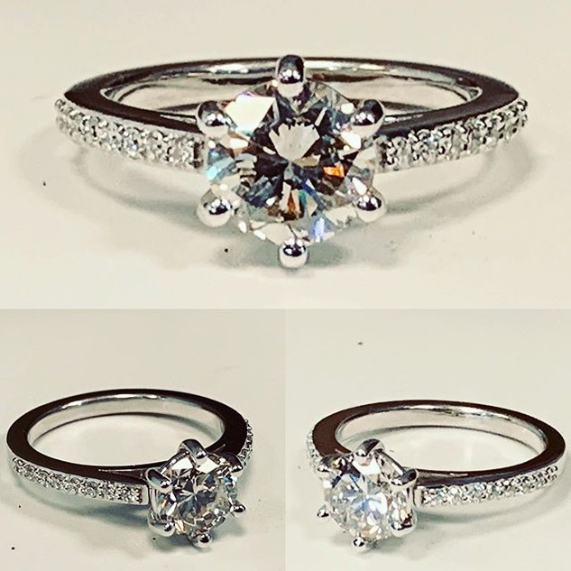 Beautiful diamond ring with a stunning r