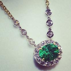 Natural emerald certified in platinum.jp