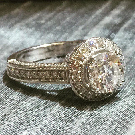A micropave GIA center round diamond rin