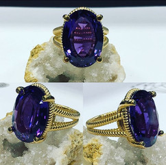 Amethyst large center piece with twist d