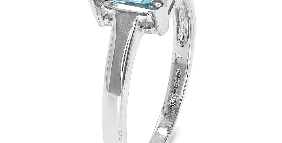 PRE OWNED: 9ct White Gold Blue Topaz Solitaire Ring