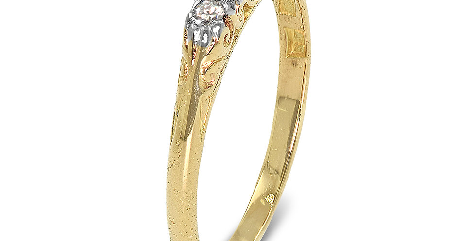 PRE OWNED: 18ct Yellow Gold 5 Stone Diamond Ring