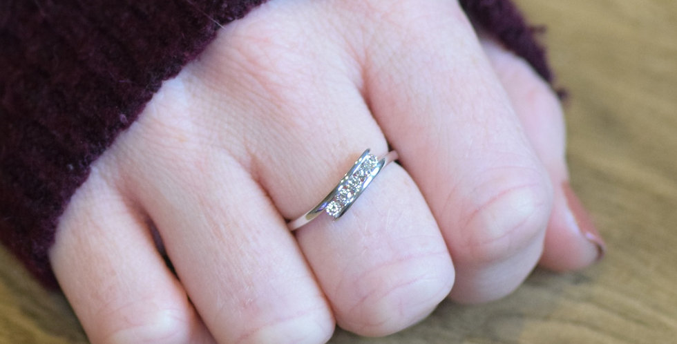 9ct White Gold 5 Stone 0.25ct Diamond Crossover Ring