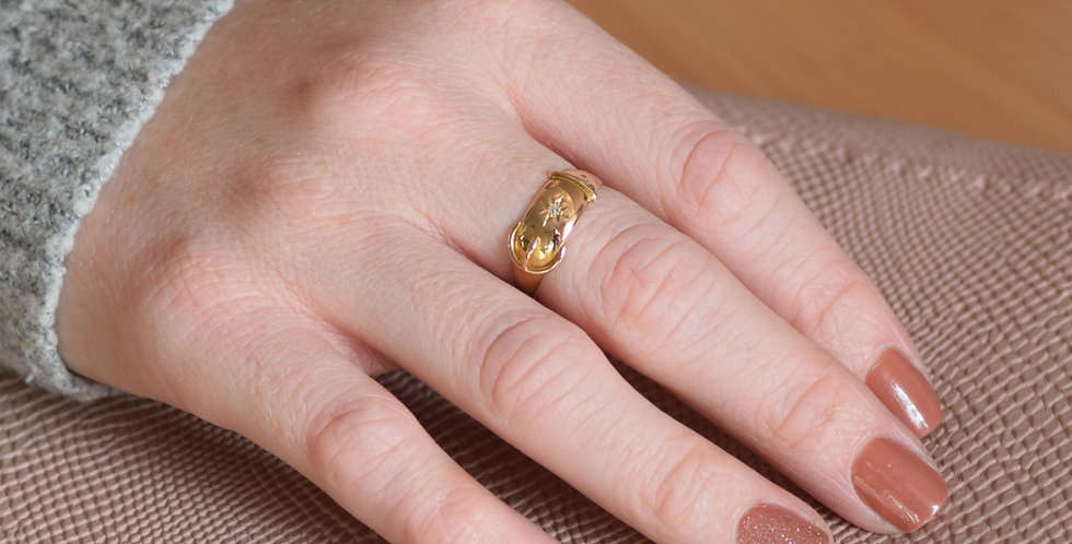 18ct Yellow Gold Vintage Diamond Buckle Ring
