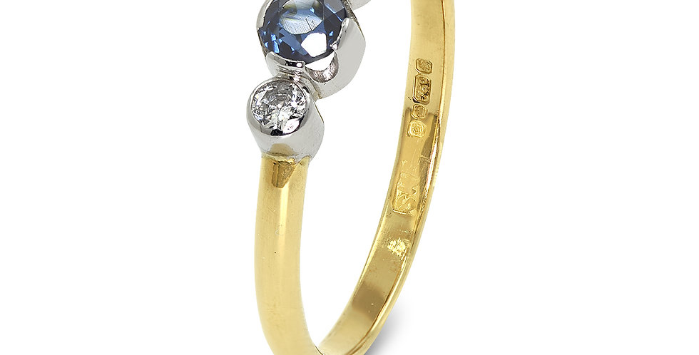 PRE OWNED: 18ct Yellow Gold Sapphire & Diamond Ring