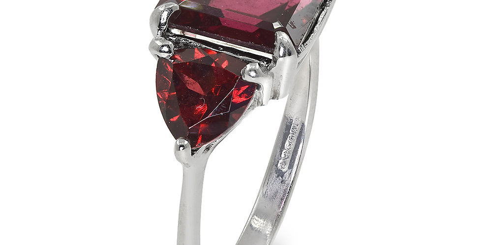 PRE OWNED: 9ct White Gold 3 Stone Garnet Trilogy Ring
