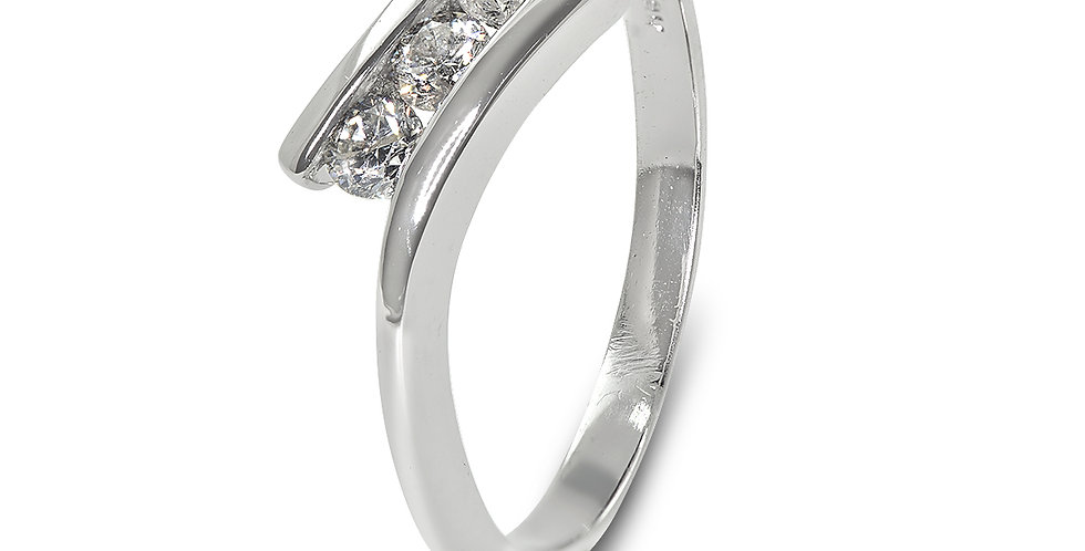 PRE OWNED: 18ct White Gold 0.25ct 3 Stone Diamond Crossover Ring