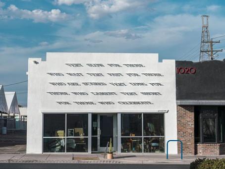 DAKU signe une nouvelle installation typographique dans les rues de Las Vegas