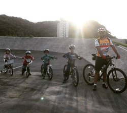 Família Pedal 7 _#bike #família #paisefilhos #mtb #specialized #familiapedal7 #relacionamento #thule