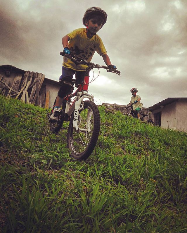 Praticando Mountain Bike - Nicolas (6anos) e Arthur (8anos)_Practicing Mountain Bike_#familiapedal7