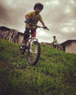 Praticando Mountain Bike - Nicolas (6anos) e Arthur (8anos)_Practicing Mountain Bike_#familiapedal7