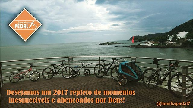 Feliz ano novo! Happy New Year!__#familyonbikes #felizanonovo #feliz2017 #happynewyear #happy2017 #m