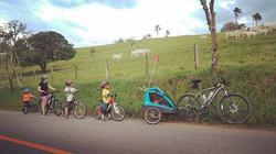 Parada para observar a bela criação de Deus!!_#familiapedal7 #ciclismoinfantil #ciclismobase #ciclot