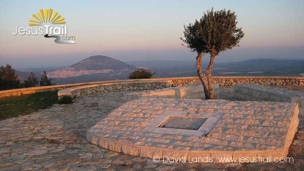 Mount Precipice Jesus trail