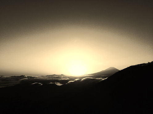 富士山と太陽_edited_edited.jpg