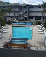 Pool-and-hot-tub.jpg