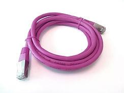 Lila Ethernet-Kabel