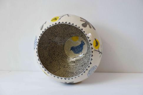 Large round bowl with black dots - detai