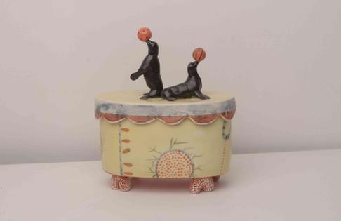 Juggling Seals Box